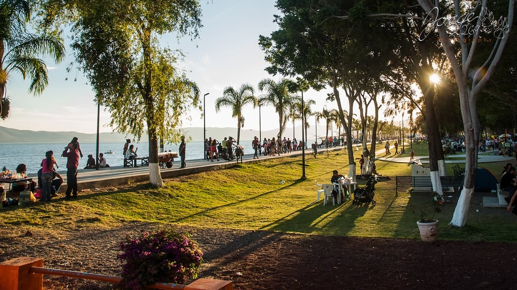 Lake Chapala Living. Why Canadians & Americans Retire in ...